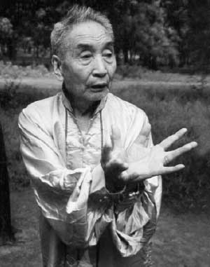 The late Master Liu demonstrates Lotus Palm qigong